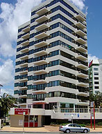 Beachfront Towers - Tourism Cairns