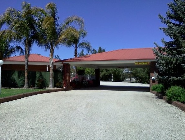 Golden Chain Border Gateway Motel - Tourism Cairns
