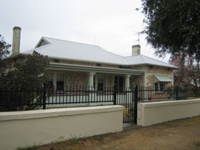 Naracoorte Cottages - MacDonnell House - Tourism Cairns