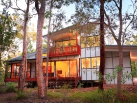 Beach Road Holiday Homes - Tourism Cairns