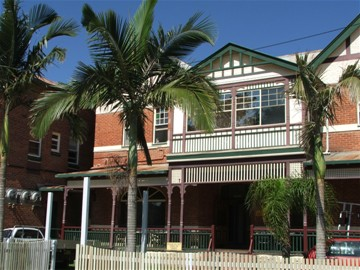 Maclean Hotel - Tourism Cairns
