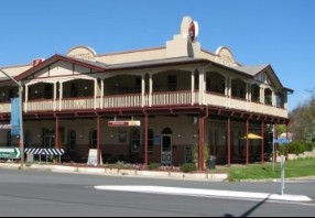 The Royal Hotel Adelong - Tourism Cairns