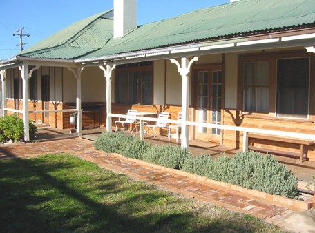 Gundagai Historic Cottages Bed and Breakfast - Tourism Cairns
