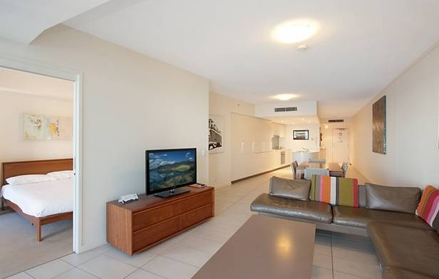 Grand Mercure Apartments Coolangatta - Tourism Cairns