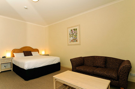 Quality Hotel Tiffins on the Park - Tourism Cairns