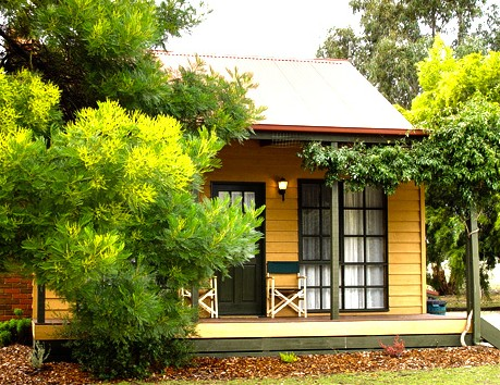 Mountain View Motor Inn and Holiday Lodges - Tourism Cairns