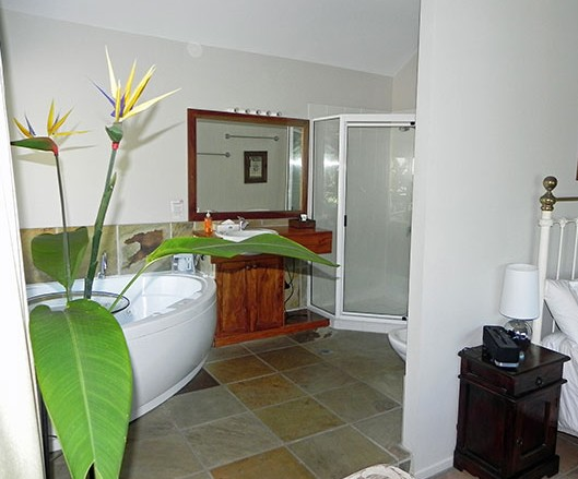 Airlie Waterfront Bed and Breakfast - Tourism Cairns
