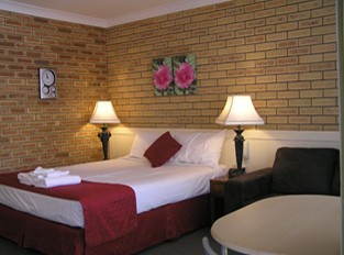 Blue Violet Motor Inn - Tourism Cairns