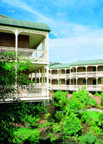 Medina Serviced Apartments Canberra - Tourism Cairns