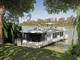 Boats and Bedzzz - The Murray Dream self-contained moored Houseboat