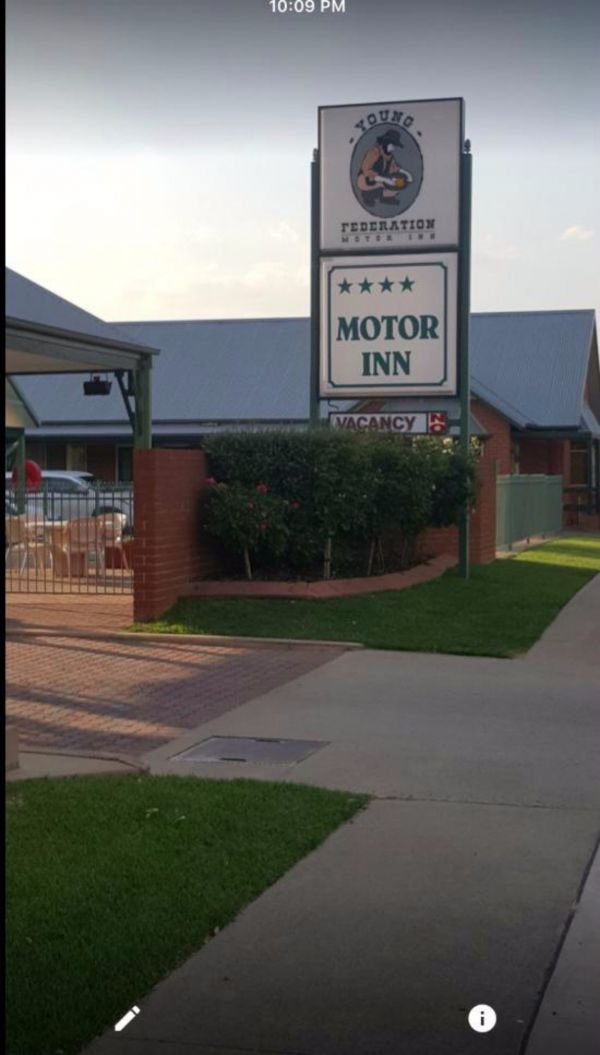 Federation Motor Inn Young - Tourism Cairns