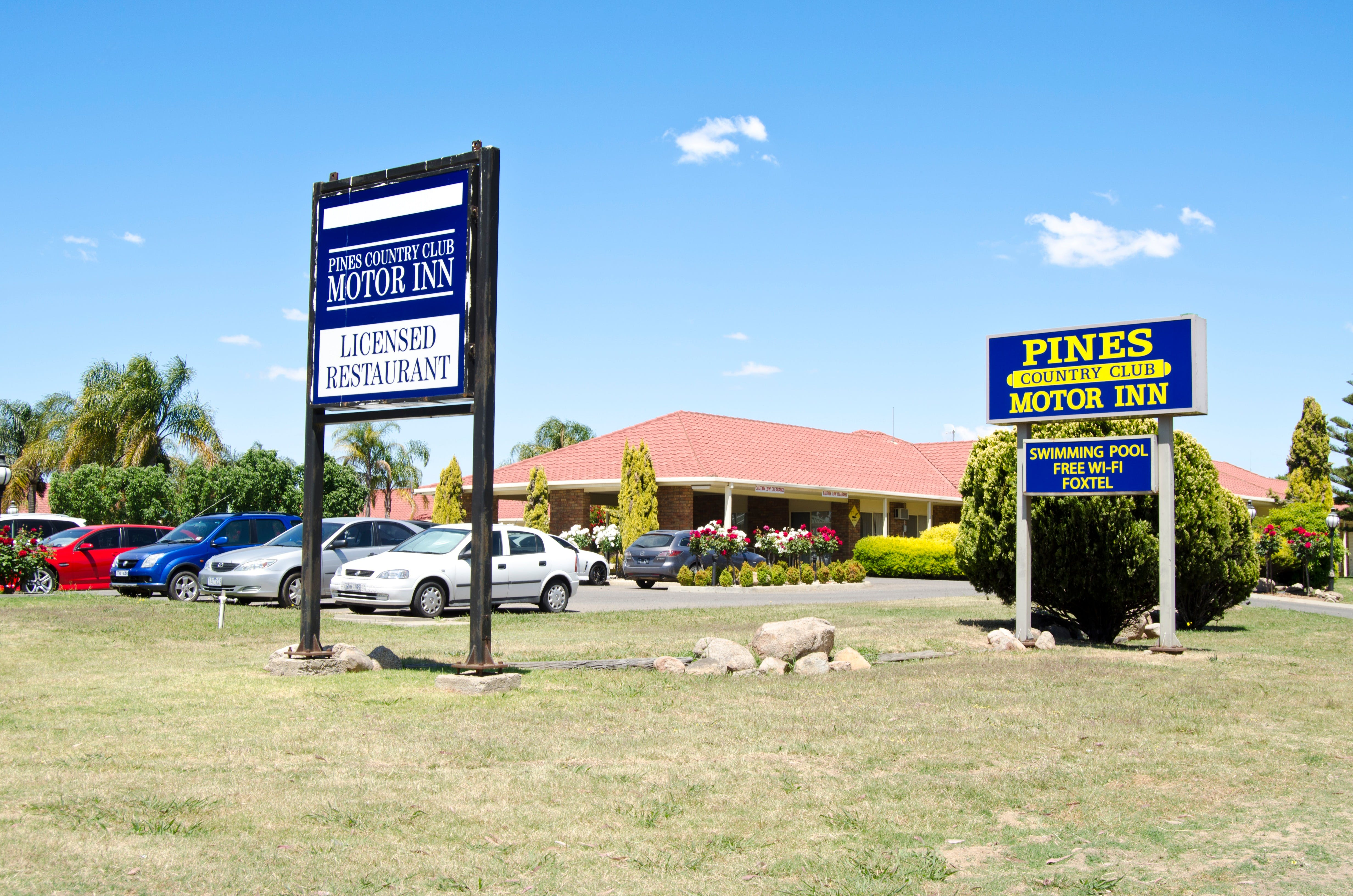 Pines Country Club Motor Inn - Tourism Cairns