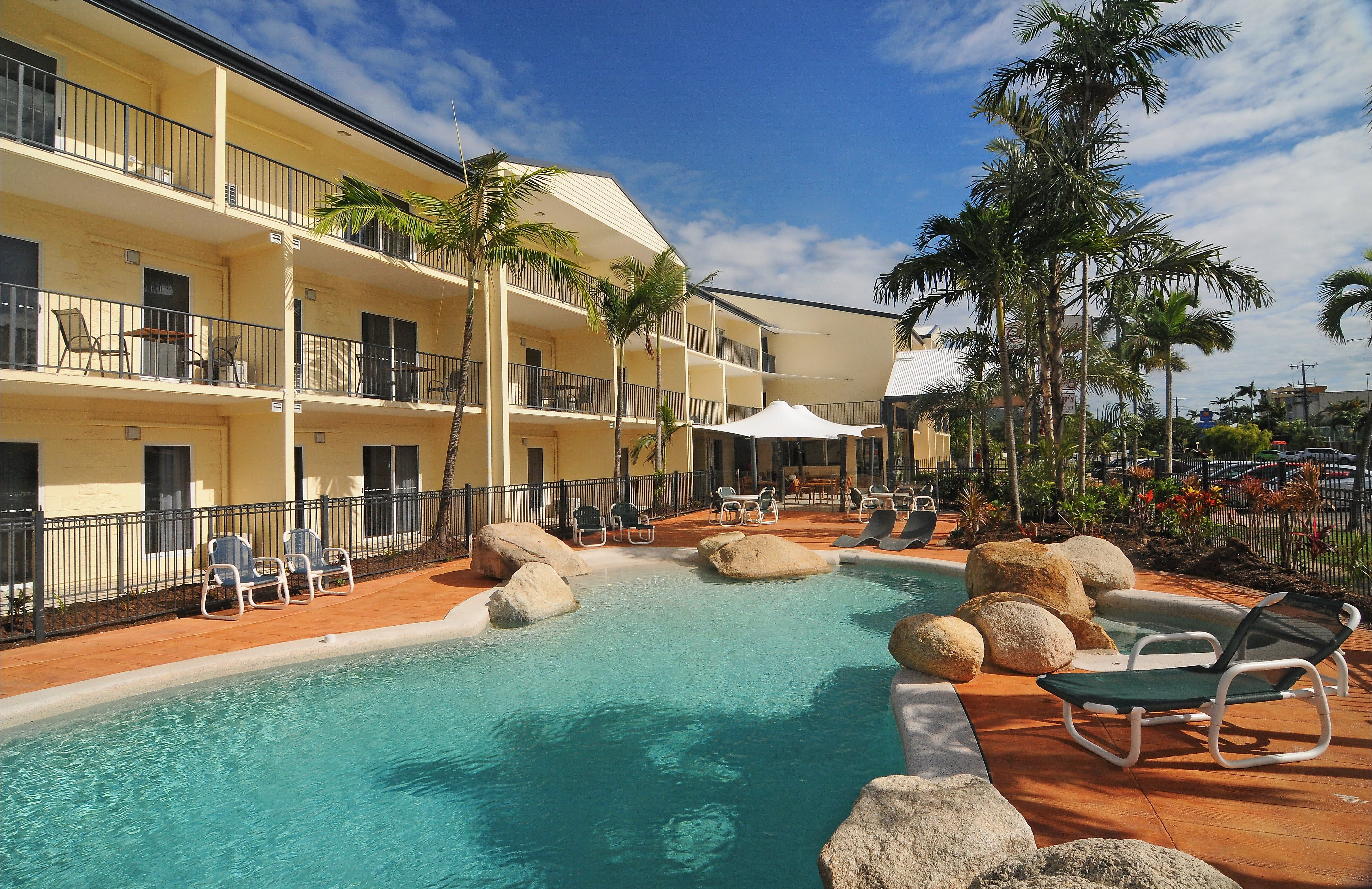 Cairns Queenslander Hotel and Apartments - Tourism Cairns