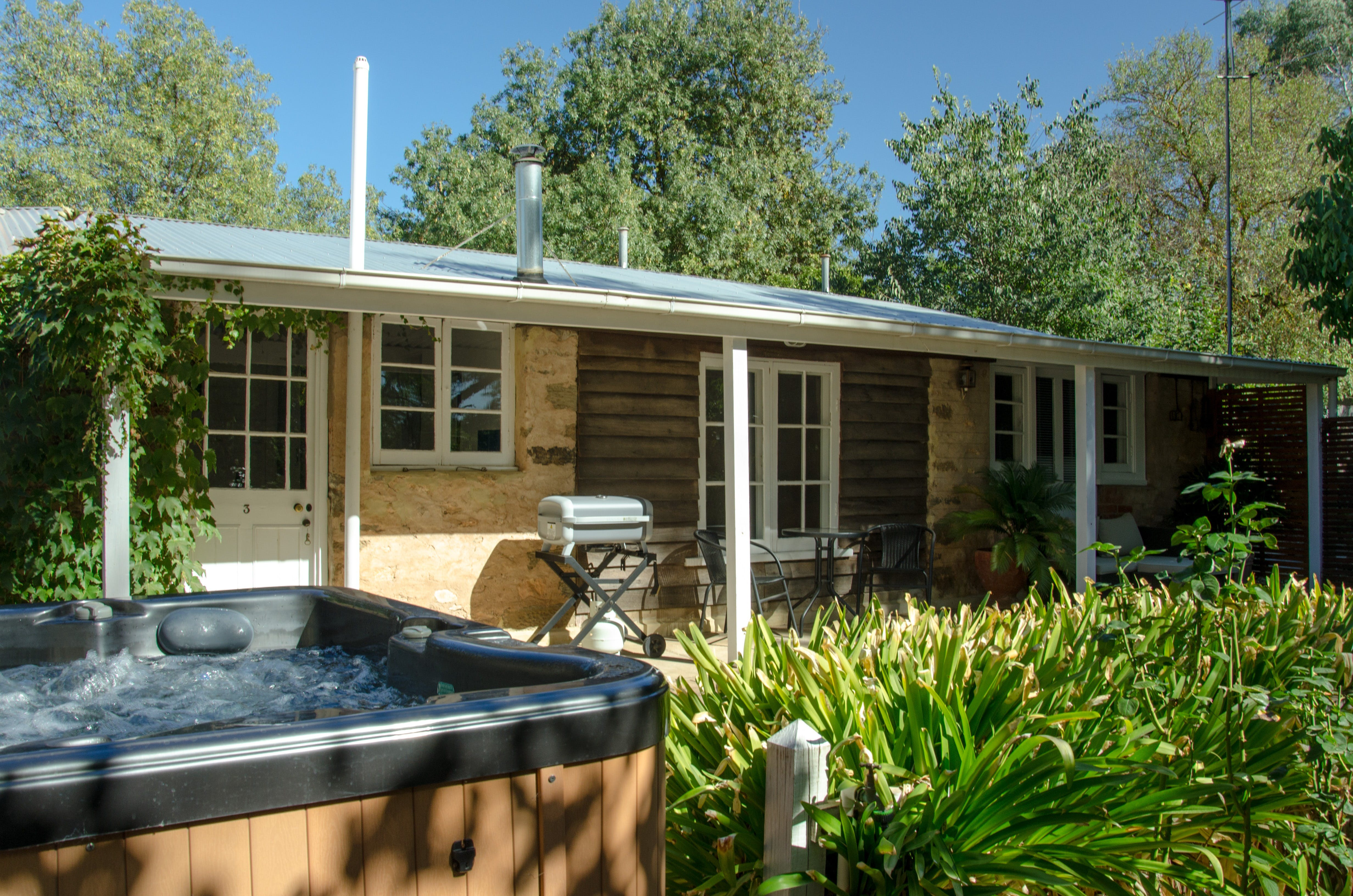 Ford Cottage Bed  Breakfast - Tourism Cairns