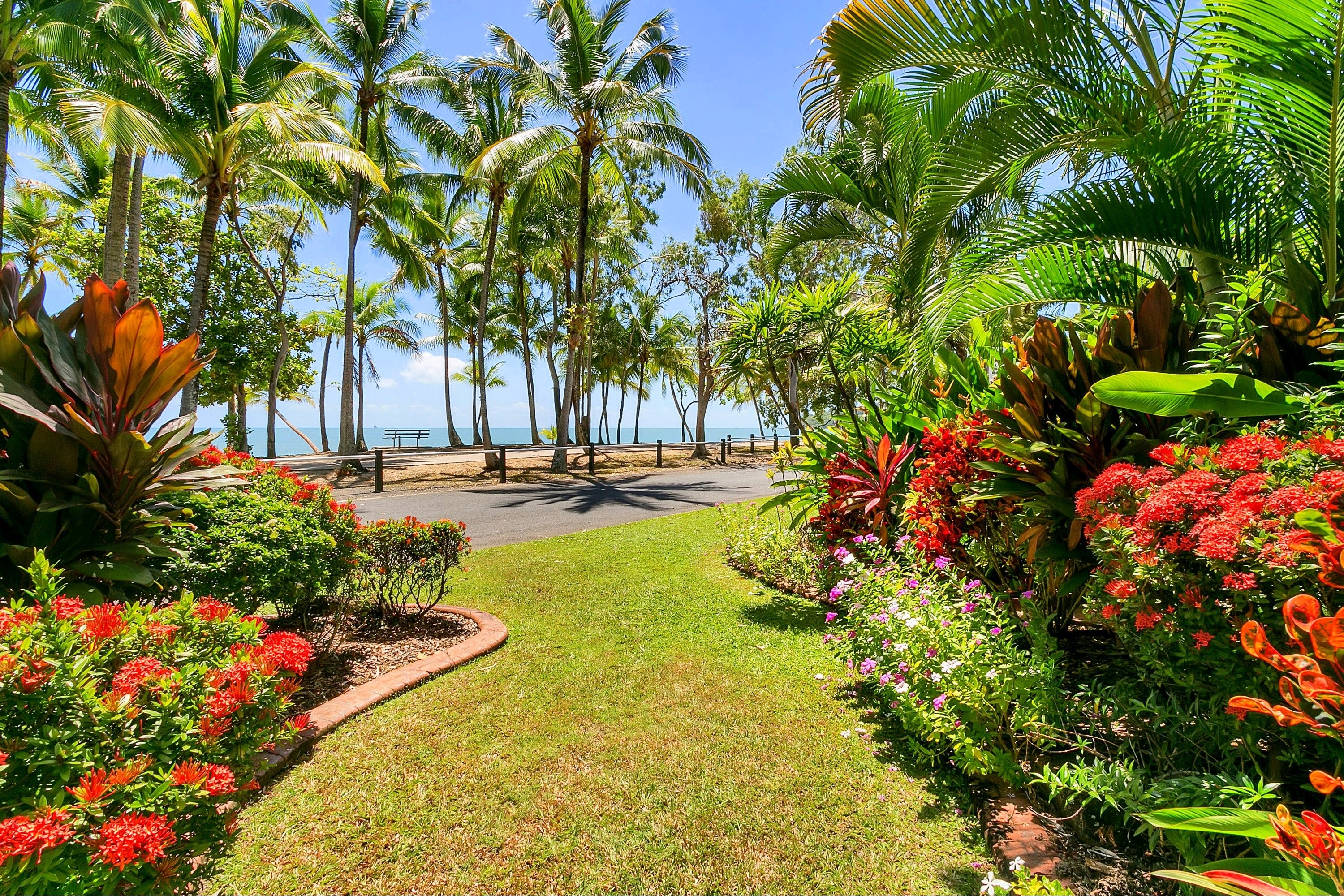 Agincourt Beachfront Apartments - Tourism Cairns