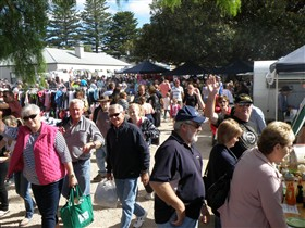 Stansbury Seaside Markets - Tourism Cairns