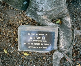 Eumundi War Memorial - Tourism Cairns