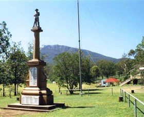 Maroon State School War Memorial - Tourism Cairns