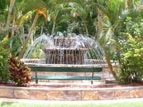 Bauer and Wiles Memorial Fountain - Tourism Cairns