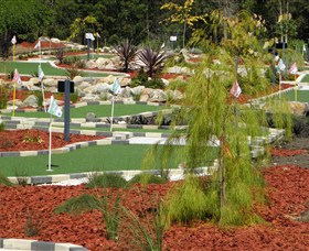 18 Hole Mini Golf - Club Husky - Tourism Cairns