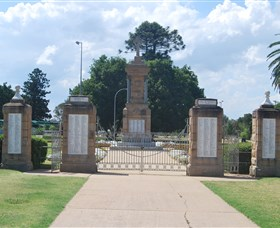 Warwick War Memorial and Gates - Tourism Cairns
