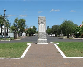 War Memorial and Heroes Avenue Roma - Tourism Cairns
