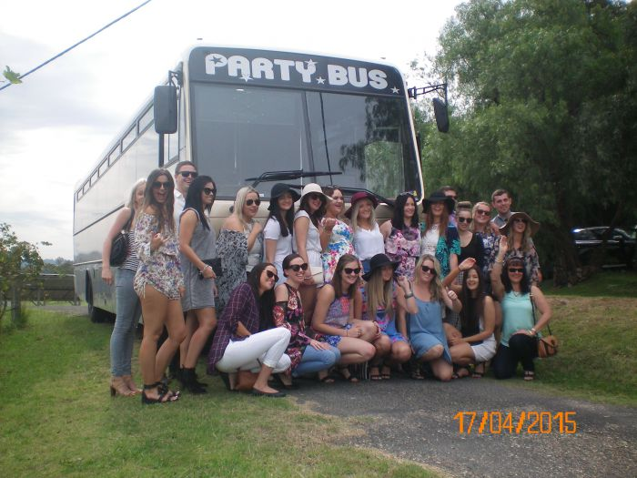 R  R Bus and Leisure Hire - Tourism Cairns
