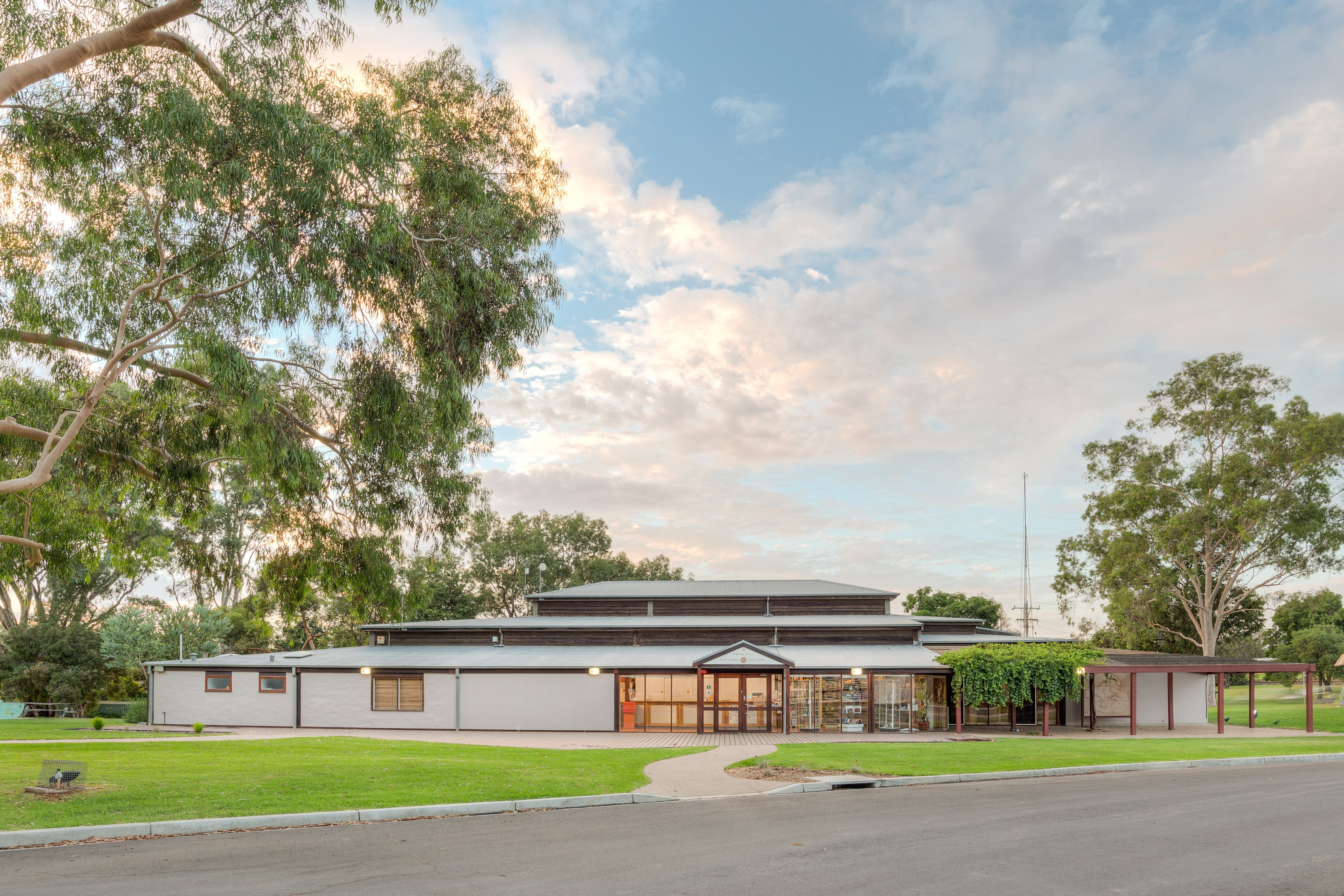 Swan Hill Regional Art Gallery - Tourism Cairns