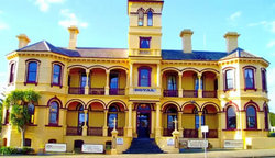 The Queenscliff Historic Royal Hotel - Tourism Cairns