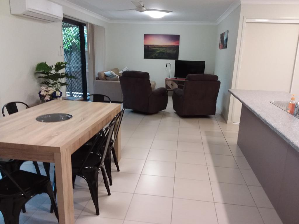 Waratah and Wattle Apartments - Tourism Cairns