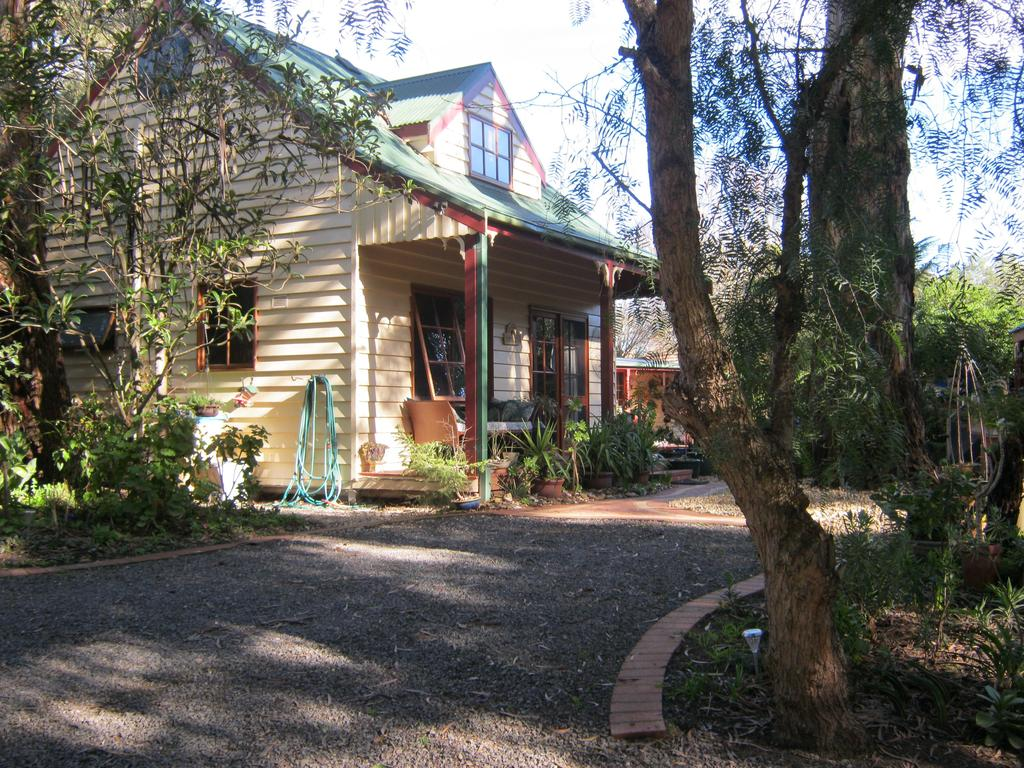 Ballarat cottages incorporating yarrowee cottage and Admirals cottage - Tourism Cairns